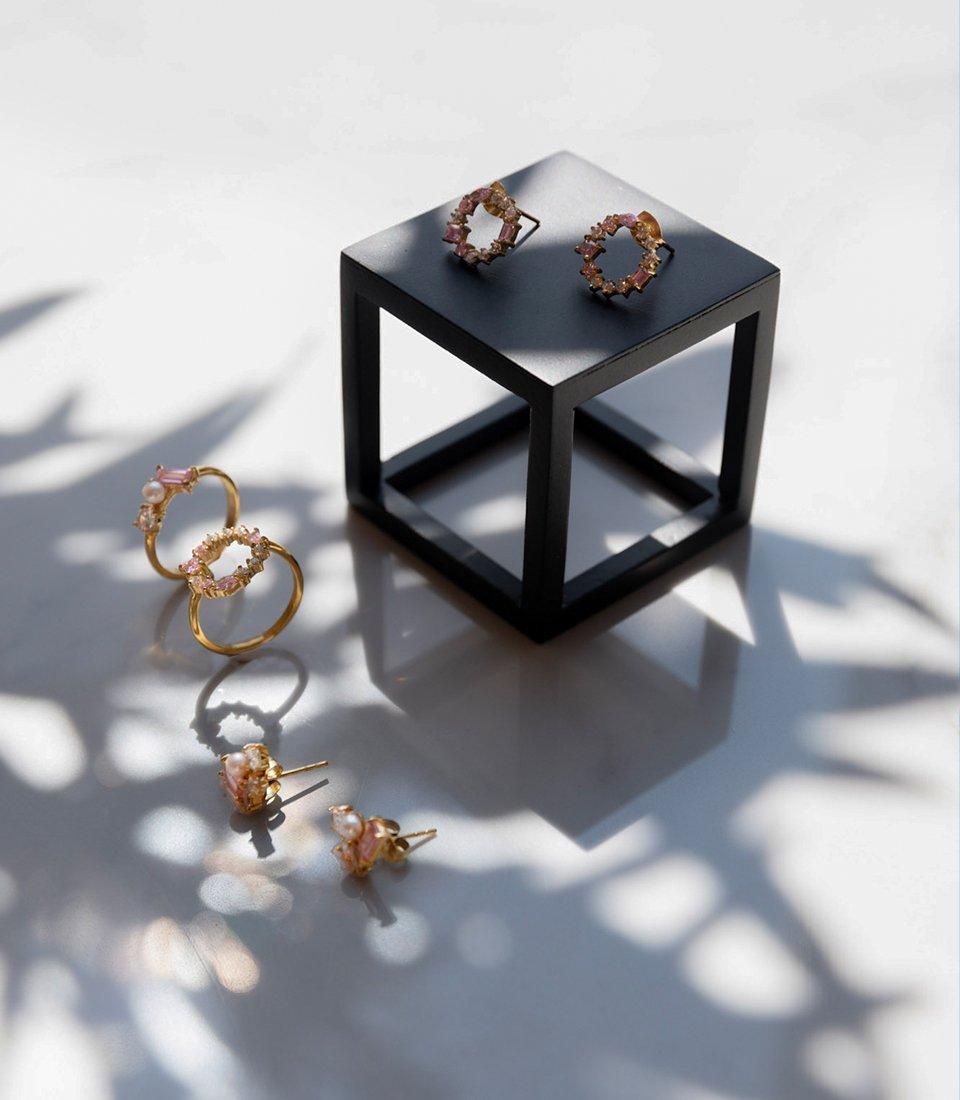 Freshwater pearls & Swarovski stones