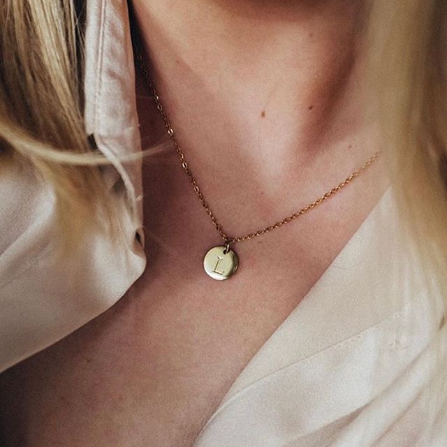 Sunshine and dainty jewellery, can it get any better? ☀️ (Photo: @louisekarlsson ) #marcmirren #detailsbyMM