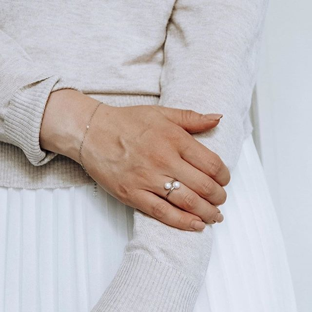 Simple and sophisticated. Our bracelet Liv and Halo ring worn by @ikkunalaudalla #MarcMirren #DetailsbyMM