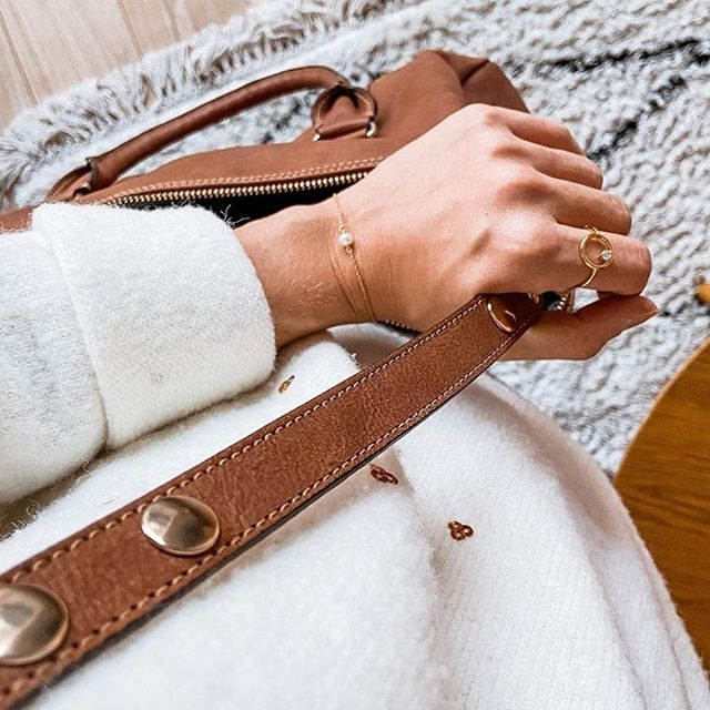 A cosy sweater, a timeless bracelet and sophisticated ring