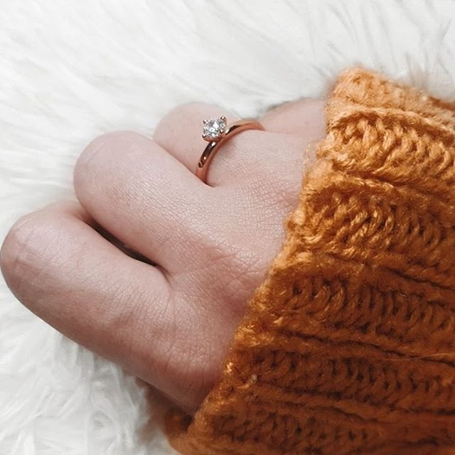 Our Ella ring, a classic piece that will match your fall wardrobe perfectly