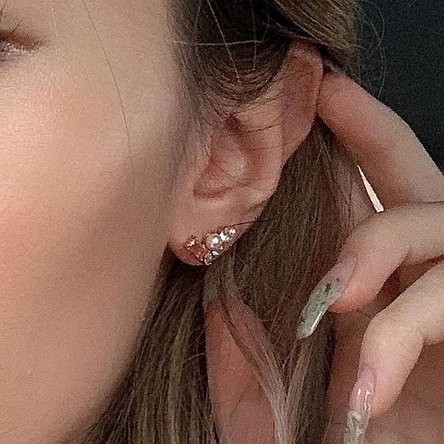 The perfect way to welcome spring? Wear our Blush Morganite Trio ear studs ☺️