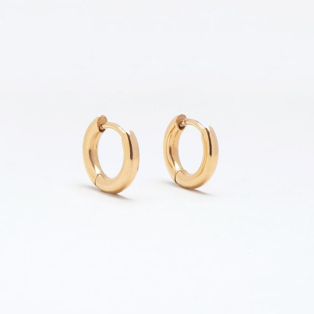 A pair of golden Sigrid huggies is a must have in your jewellery collection